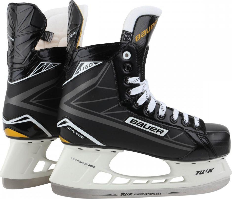 Коньки хоккейные мужские Bauer Supreme S150, цвет: черный. 1048623. Размер 421048623Коньки хоккейные полевого игрока BAUER SUPREME S150 модель полупрофессионального уровня. Корпус ботинка выполнен из трехмерного материала 3D TrueForm Tech PU, который обеспечивает надлежащую поддержку и устойчивость, обладает стойкостью к механическим нагрузкам и придает ботинку оптимальную жесткость. Корпус термоформируемый, что позволяет получить индивидуальную подгонку ботинок по ноге. В области лодыжки расположены вставки, выполненные из пены с эффектом памяти, которые обеспечивают дополнительную фиксацию ноги в голеностопном суставе, необходимую поддержку и исключают проскальзывание ноги внутри ботинка. Внешняя, защищенная пяточная чаша создает необходимую поддержку заднего отдела стопы, фиксируя пятку внутри ботинка. Двухсоставной, анатомической формы, внутренний язычок имеет футеровку, выполненную из белого войлока плотностью 30 oz. Внутреннее наполнение из пены защищает подъем ноги от сдавливания шнуровкой и обеспечивает дополнительную защиту и комфорт. В данной модели коньков используются не вощеные шнурки Bauer Supreme Unwaxed Laces. Внутренняя стелька Form-Fit выполнена с использованием легкой пены EVA и обеспечивает комфортное положение стопы внутри ботинка. При производстве подошвы используется термопластичная резина. В предлагаемой модели установлены держатели Tuuk Lightspeed Pro и несъемные лезвия из нержавеющей стали Tuuk Super Stainless Steel.