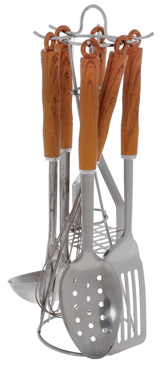Набор кухонных принадлежностей Mayer & Boch, на подставке, 7 предметов. МВ-35МВ-35Набор кухонных принадлежностей выполнен из нержавеющей высококачественной стали Mayer & Boch очень удобен в использовании. В набор входит пресс для картофеля, лопатка с прорезями, половник, шумовка, венчик, ложка для спагетти. Эргономичные нескользящие пластиковые ручки защитят ваши руки от ожогов. Предметы набора не окислятся со временем и не испортят вкус блюд. Набор имеет стильную стойку-подставку, которая прекрасно впишется в любой кухонный интерьер. Набор кухонных принадлежностей Mayer & Boch придаст вашей кухне элегантность, поднимет ваше настроение и превратит приготовление еды в настоящее удовольствие.