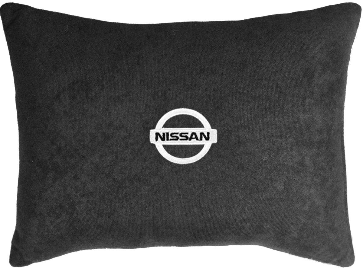Подушка декоративная в салон автомобиля Autopremium Nissan, цвет: черный67615Подушка в салон автомобиля с индивидуальной вышивкой - отличное дополнение для вашегоавто. Мягкая подушка, изготовленная из велюра, будет удобна пассажиру. К тому же неперестанет радовать вас своим видом. Оптимальный размер подушки (26 х 36 см) незагромождает салон автомобиля.Особенности подушки: - Хорошо проветривается.- Предупреждает потение.- Поддерживает комфортную температуру.- Обминается по форме тела.- Улучшает кровообращение.- Исключает затечные явления.