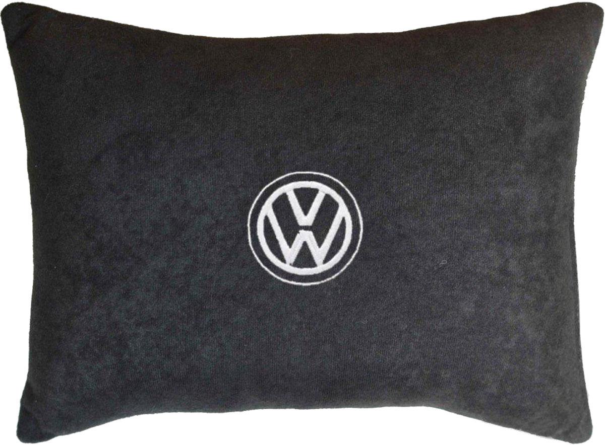 Подушка декоративная в салон автомобиля Autopremium Volkswagen, велюровая, цвет: черный37628Подушка в салон автомобиля с индивидуальной вышивкой - отличное дополнение для вашего авто. Мягкая подушка, изготовленная из велюра, будет удобна пассажиру. К тому же не перестанет радовать вас своим видом. Оптимальный размер подушки (26 х 36 см) не загромождает салон автомобиля. Особенности подушки:- Хорошо проветривается. - Предупреждает потение. - Поддерживает комфортную температуру. - Обминается по форме тела. - Улучшает кровообращение. - Исключает затечные явления.