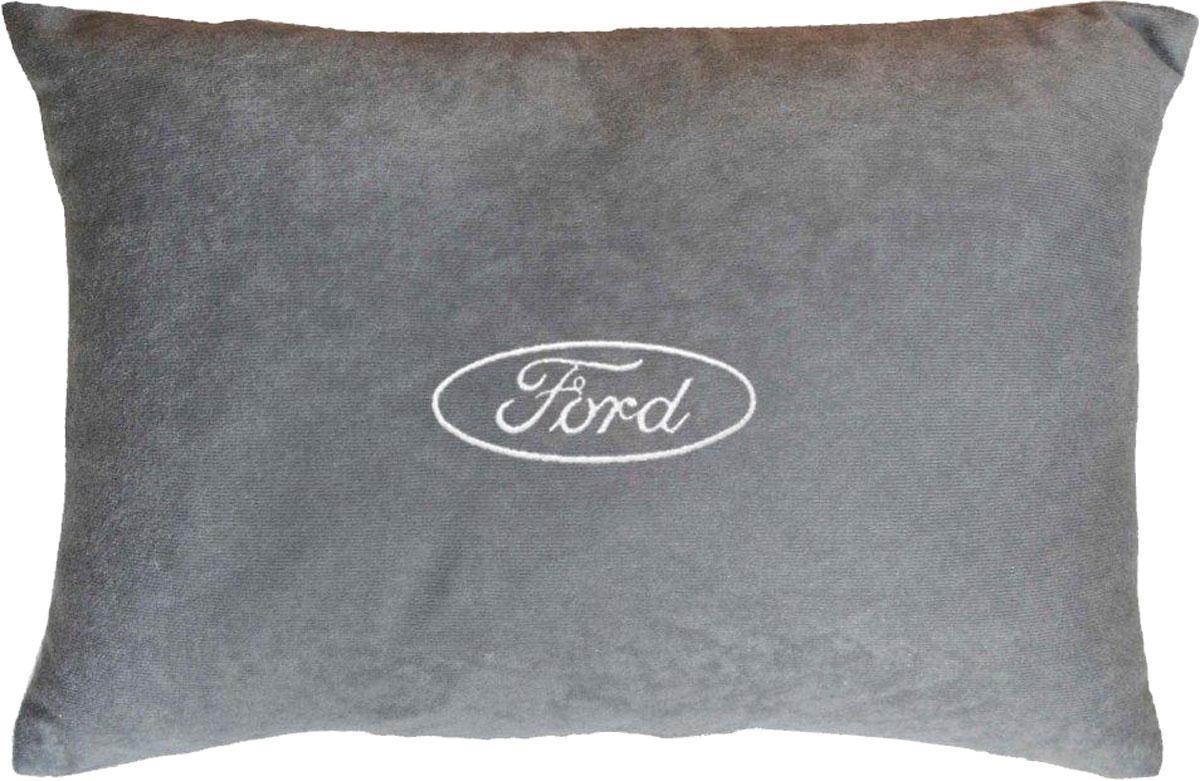 Подушка декоративная в салон автомобиля Autopremium Ford, цвет: серый37644Подушка в салон автомобиля с индивидуальной вышивкой - отличное дополнение для вашего авто. Мягкая подушка, изготовленная из велюра, будет удобна пассажиру. К тому же не перестанет радовать вас своим видом. Оптимальный размер подушки (26 х 36 см) не загромождает салон автомобиля. Особенности подушки:- Хорошо проветривается. - Предупреждает потение. - Поддерживает комфортную температуру. - Обминается по форме тела. - Улучшает кровообращение. - Исключает затечные явления.