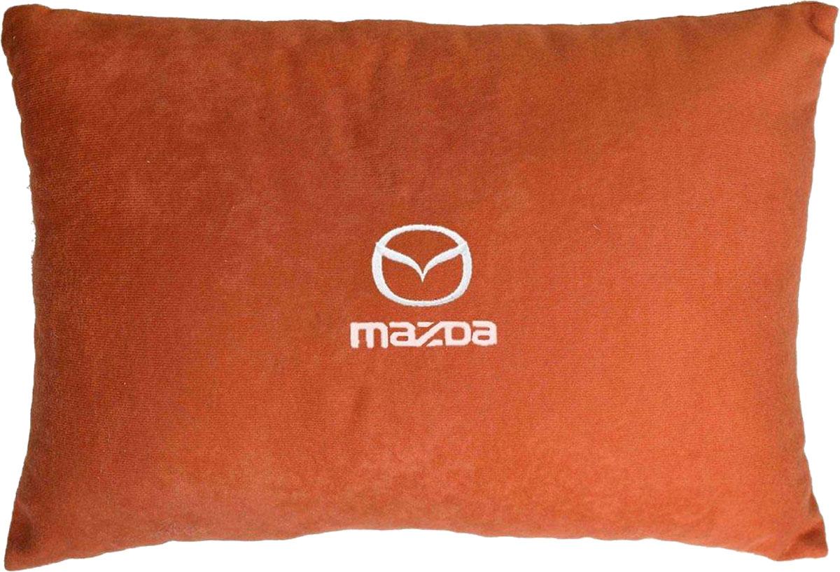 Подушка декоративная в салон автомобиля Autopremium Mazda, цвет: красный37662Подушка в салон автомобиля с индивидуальной вышивкой - отличное дополнение для вашего авто. Мягкая подушка, изготовленная из велюра, будет удобна пассажиру. К тому же не перестанет радовать вас своим видом. Оптимальный размер подушки (26 х 36 см) не загромождает салон автомобиля. Особенности подушки:- Хорошо проветривается. - Предупреждает потение. - Поддерживает комфортную температуру. - Обминается по форме тела. - Улучшает кровообращение. - Исключает затечные явления.