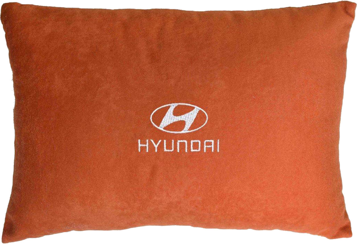 Подушка декоративная в салон автомобиля Autopremium Hyundai, цвет: красный37667Подушка в салон автомобиля с индивидуальной вышивкой - отличное дополнение для вашего авто. Мягкая подушка, изготовленная из велюра, будет удобна пассажиру. К тому же не перестанет радовать вас своим видом. Оптимальный размер подушки (26 х 36 см) не загромождает салон автомобиля. Особенности подушки:- Хорошо проветривается. - Предупреждает потение. - Поддерживает комфортную температуру. - Обминается по форме тела. - Улучшает кровообращение. - Исключает затечные явления.