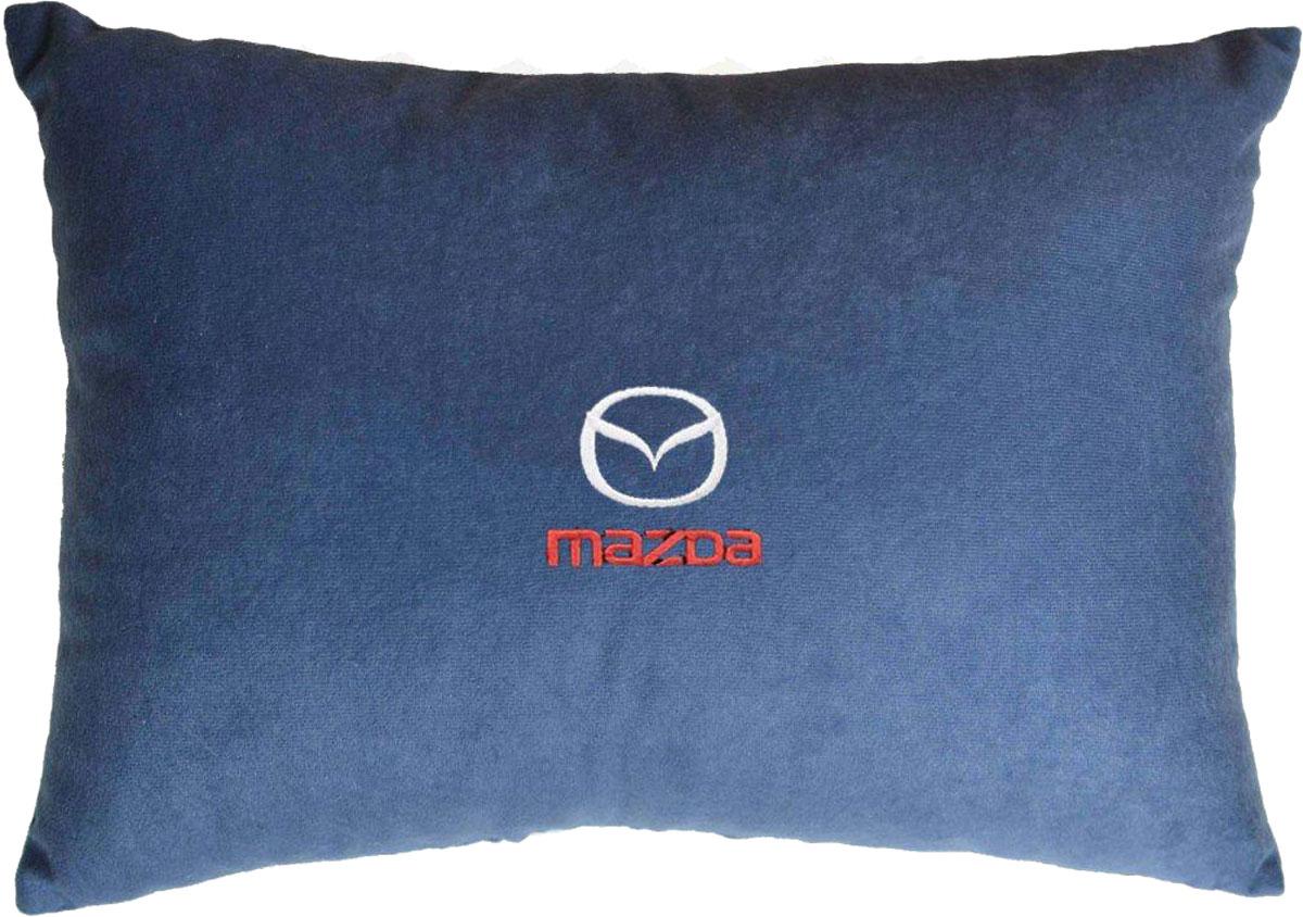 Подушка декоративная в салон автомобиля Autopremium Mazda, цвет: синий37682Подушка в салон автомобиля с индивидуальной вышивкой - отличное дополнение для вашего авто. Мягкая подушка, изготовленная из велюра, будет удобна пассажиру. К тому же не перестанет радовать вас своим видом. Оптимальный размер подушки (26 х 36 см) не загромождает салон автомобиля. Особенности подушки:- Хорошо проветривается. - Предупреждает потение. - Поддерживает комфортную температуру. - Обминается по форме тела. - Улучшает кровообращение. - Исключает затечные явления.