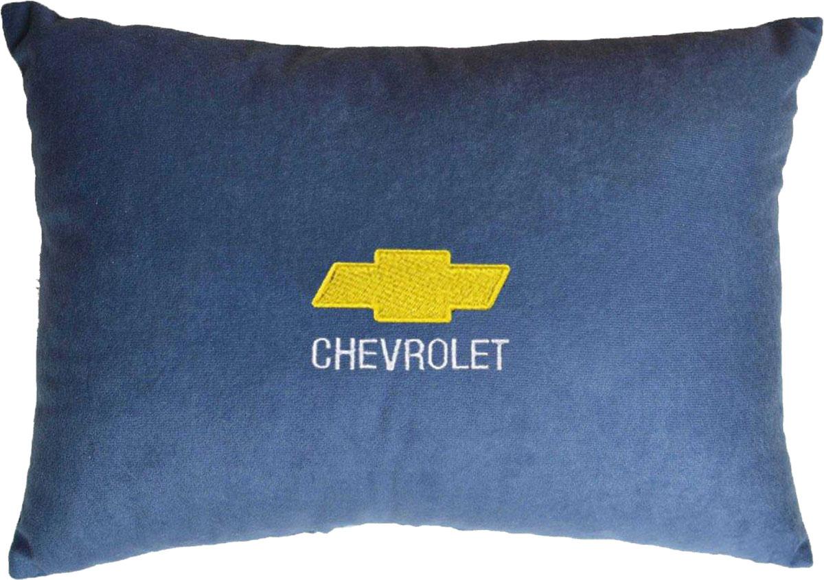 Подушка декоративная в салон автомобиля Autopremium Chevrolet, цвет: синий37685Подушка в салон автомобиля с индивидуальной вышивкой - отличное дополнение для вашего авто. Мягкая подушка, изготовленная из велюра, будет удобна пассажиру. К тому же не перестанет радовать вас своим видом. Оптимальный размер подушки (26 х 36 см) не загромождает салон автомобиля. Особенности подушки:- Хорошо проветривается. - Предупреждает потение. - Поддерживает комфортную температуру. - Обминается по форме тела. - Улучшает кровообращение. - Исключает затечные явления.