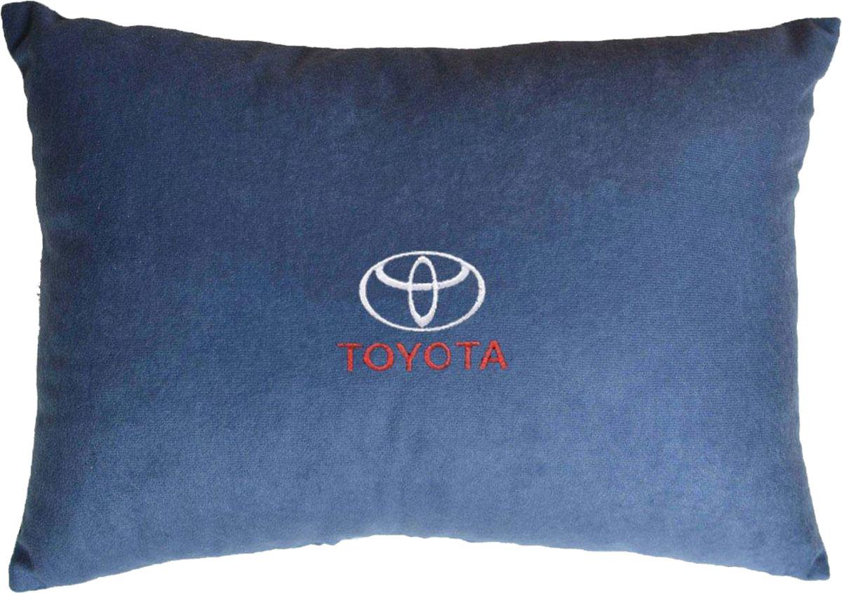 Подушка декоративная в салон автомобиля Autopremium Toyota, цвет: синий37689Подушка в салон автомобиля с индивидуальной вышивкой - отличное дополнение для вашего авто. Мягкая подушка, изготовленная из велюра, будет удобна пассажиру. К тому же не перестанет радовать вас своим видом. Оптимальный размер подушки (26 х 36 см) не загромождает салон автомобиля. Особенности подушки:- Хорошо проветривается. - Предупреждает потение. - Поддерживает комфортную температуру. - Обминается по форме тела. - Улучшает кровообращение. - Исключает затечные явления.