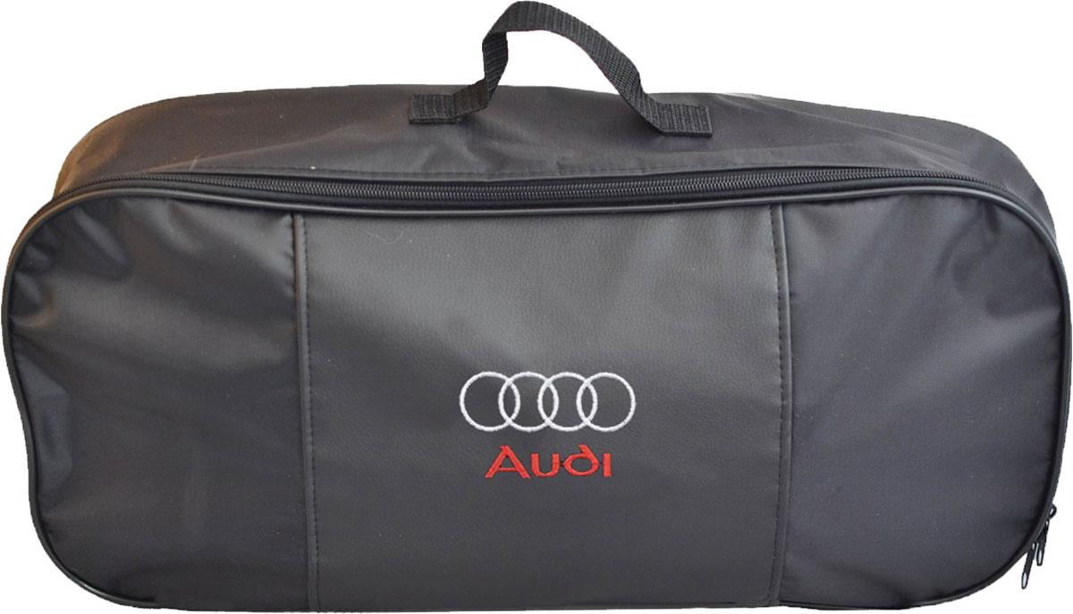 Набор аварийный в сумке Autopremium с логотипом Audi67366Автомобильный набор в сумке с логотипом оснащен базовыми элементами, которые необходимы каждому автолюбителю. Состав набора:- аптечка первой помощи автомобильная; - трос буксировочный 5т/пет/пакет;- Огнетушитель порошковый ОП-2(з) -АВСЕ, с металлическим ЗПУ;- знак аварийной остановки; - сумка для набора техосмотра Премиум со вставкой из экокожи и вышивкой. Размер сумки 47х21х13.