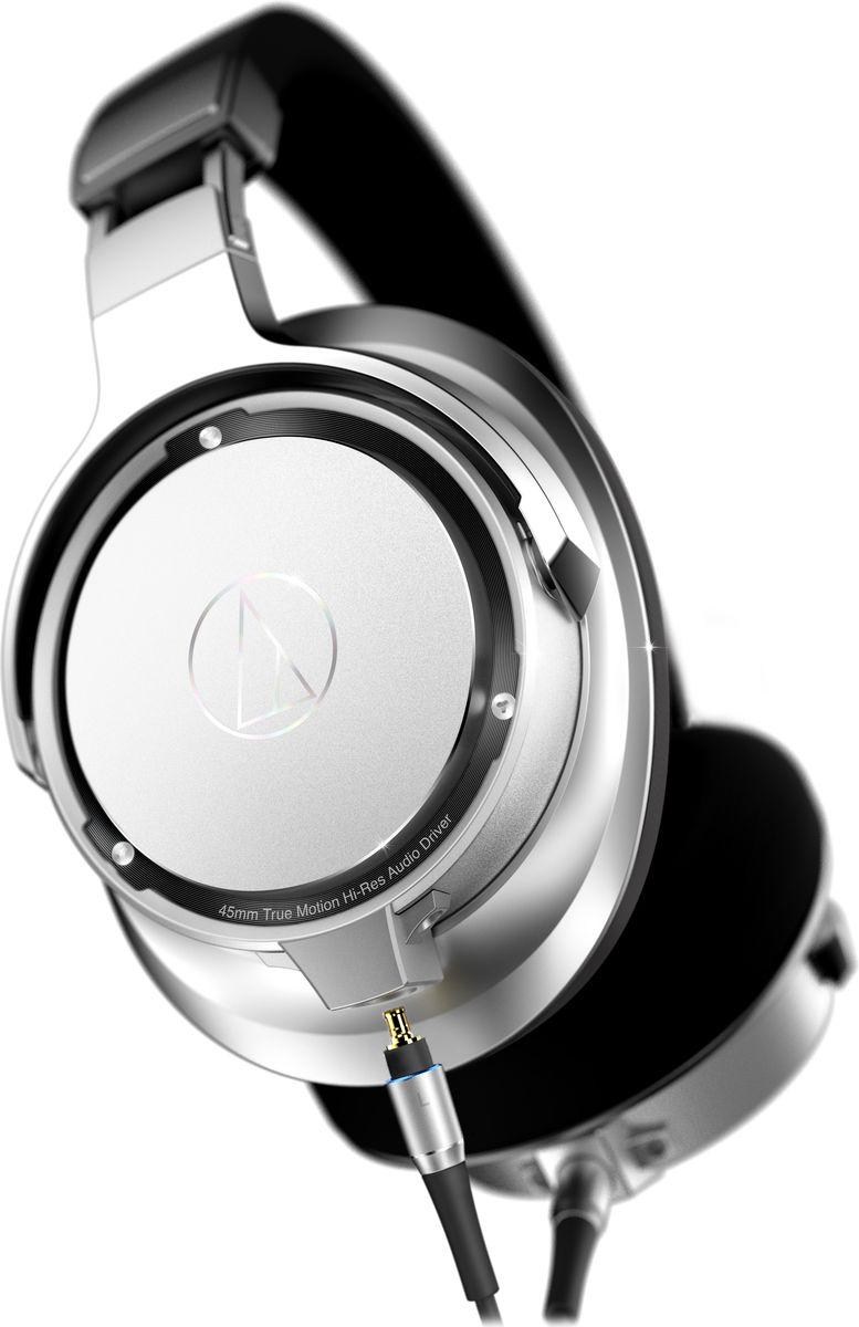 Audio-Technica ATH-SR9, Silver Black наушники15119210ATH-SR9 воспроизводят звук высокого разрешения во всем слышимом диапазоне, обеспечивая наилучшую достоверность воспроизведения среди портативных наушников. 45-мм Hi-Res динамики оснащены высокопроизводительной магнитной системой с железным сердечником для максимума отдачи, а звуковая катушка намотана проводом из чистейшей бескислородной меди 7N, проводящей аудиосигнал наилучшим образом. Покрытие диафрагмы алмазоподобным углеродом увеличивает жесткость и улучшает звучание на высоких частотах, технология расположения динамика в чашке Midpoint Mounting акустически уравновешивает динамик. Роскошные материалы с памятью формы запоминают геометрию головы и даже распределяют вес наушников таким образом, что делают возможным более длительное прослушивание.Диафрагмы, покрытые алмазоподобным углеродомТехнология расположения динамика Midpoint MountingРоскошные амбушюры и оголовье с памятью формыСоединители A2DC для лучшего разделения стереоканаловСоответствуют требованиям сертификации Hi-Res аудио