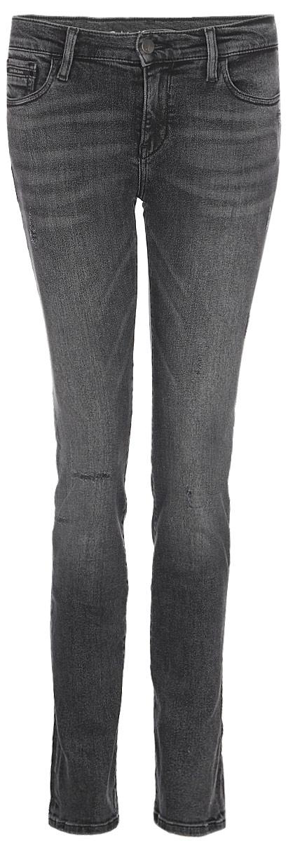 Джинсы женские Calvin Klein Jeans, цвет: черный. J20J205874_9123. Размер 25-32 (36/38-32)J20J205874_9123Стильные женские джинсы Calvin Klein Jeans, изготовленные из качественного материала, созданы для модных и ярких девушек.Модель с ширинкой на молнии дополнительно застегивается на пуговицу. Джинсы дополнены двумя прорезными карманами и скрытым кармашком спереди и двумя накладными карманами сзади. На поясе имеются шлевки для ремня.В этих модных джинсах вы будете чувствовать себя уверенно, оставаясь в центре внимания.