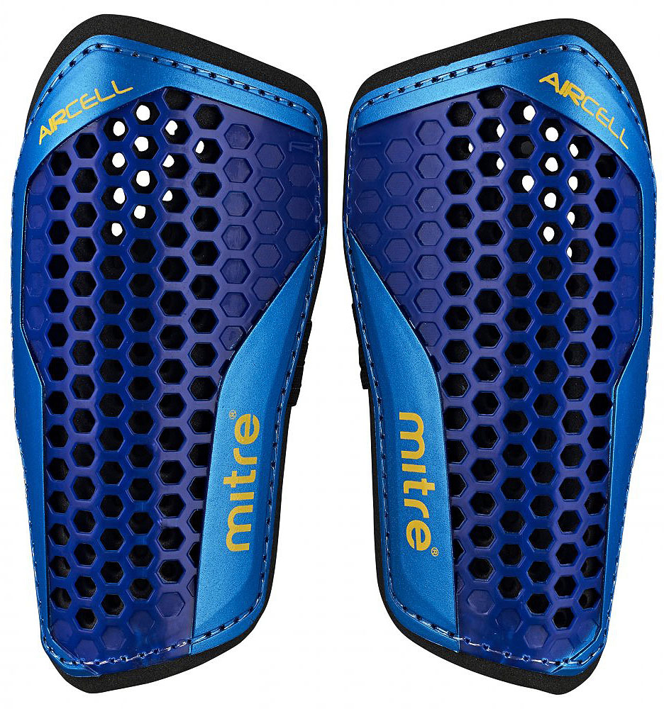 Щитки футбольные Mitre Aircell Carbon Slip, цвет: синий. Размер MS70004BCYТехнология Aircell для максимальной вентиляции вашей ноги и комфортной игры. Двойная подкладка поглощает любое воздействие и дает вам большую защиту. Щитки фиксируются специальным бандажом. Рост игрока: 140-160 см.