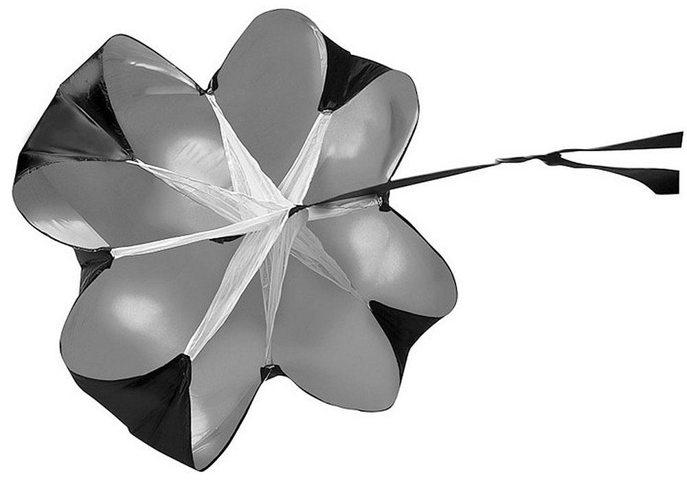 Парашют для тренировок Mitre, цвет: черныйА4005BA1Парашют для беговых тренировок Mitre изготовлен из прочного нейлона. Использование парашюта увеличивает интенсивность и эффективность тренировок, а также позволяет разнообразить их возможную монотонность.С помощью парашюта тренируют скорость, выносливость, устойчивость и координацию. Возможно использование одновременно нескольких парашютов.Поставляется в сложенном виде в сумке для переноски.
