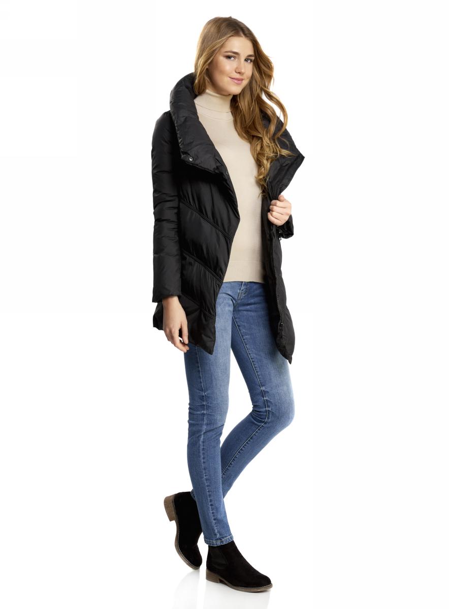 Куртка женская oodji Ultra, цвет: черный. 10200079/45913/2900N. Размер 42-170 (48-170)10200079/45913/2900NСтеганая утепленная куртка с объемным воротником-стойкой. Куртка эффектно смотрится благодаря ассиметричной застежке и ассиметричному низу спереди. Такой оригинальный крой визуально стройнит и привлекает к себе внимание. Теплая, воздушная и мягкая куртка с высоким воротником надежно защитит вас от холода в морозные дни. Необычная утепленная куртка для повседневного гардероба. Эта куртка прекрасно сочетается с вещами разного стиля: деловыми, повседневными, спортивными. Вы можете надеть куртку с джинсами, брюками, юбкой или трикотажным платьем. Из обуви к этой куртке подойдут сапоги, угги или теплые ботинки – выбирайте на свой вкус и в соответствии с ситуацией, куда вы отправляетесь. Стильная теплая куртка на каждый день!