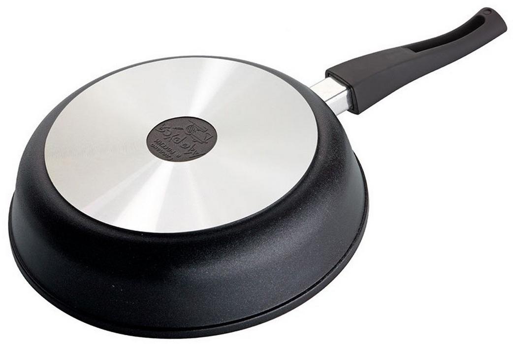 """Сковорода """"Маруся"""" с антипригарным покрытием выполнена из алюминия.  Толщина дна и высота бортов сковороды оптимальны для различных способов  приготовления. Внутреннее и внешнее упрочненное трехслойное антипригарное  покрытие """"Greblon"""" с минеральными частицами мрамора и гранита, съёмная ручка  c покрытием Soft Touch. Диаметр сковороды: 26 см."""
