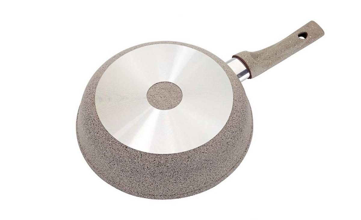 """Сковорода """"Маруся"""" с антипригарным покрытием выполнена из алюминия.  Толщина дна и высота бортов сковороды оптимальны для различных способов  приготовления. Внутреннее и внешнее упрочненное трехслойное антипригарное  покрытие """"Greblon"""" с минеральными частицами мрамора и гранита, ручка  c покрытием Soft Touch. Диаметр сковороды: 20 см."""