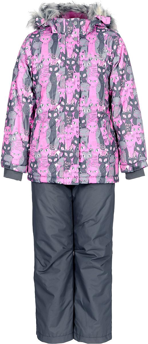 Комплект для девочки Reike Кошечки: куртка, полукомбинезон, цвет: серый, розовый. 39700335_PRC grey/pink. Размер 11639700335_PRC grey/pinkКомплект для девочки Reike Кошечки состоит из куртки, декорированной красочным принтом с изображением кошечек, и однотонных брюк на лямках. Комплект выполнен из ветрозащитной, водонепроницаемой и дышащей мембранной ткани на подкладке из микрофлиса и принтованного полиэстера. Куртка приталенного силуэта дополнена съемным регулирующимся капюшоном с отстегивающейся меховой опушкой и двумя карманами на липучках, сзади на талии резинка. На груди декорирована серебристой вышивкой Reike. Ветрозащитная планка на кнопках и липучках вдоль молнии не допустит проникновения холодного воздуха. Рукава на утяжке оформлены эластичными трикотажными манжетами. Завышенная талия брюк и регулируемые съемные подтяжки гарантируют удобную посадку по фигуре. Низ усилен защитой от истирания. Брюки оснащены двумя боковыми карманами на молнии и съемными штрипками. Комплект имеет множество светоотражающих деталей, снегозащитные вставки на куртке и брюках.Базовый уровень.Коэффициент воздухопроницаемости комбинезона: 2000гр/м2/24ч.Водоотталкивающее покрытие: 2000 мм.