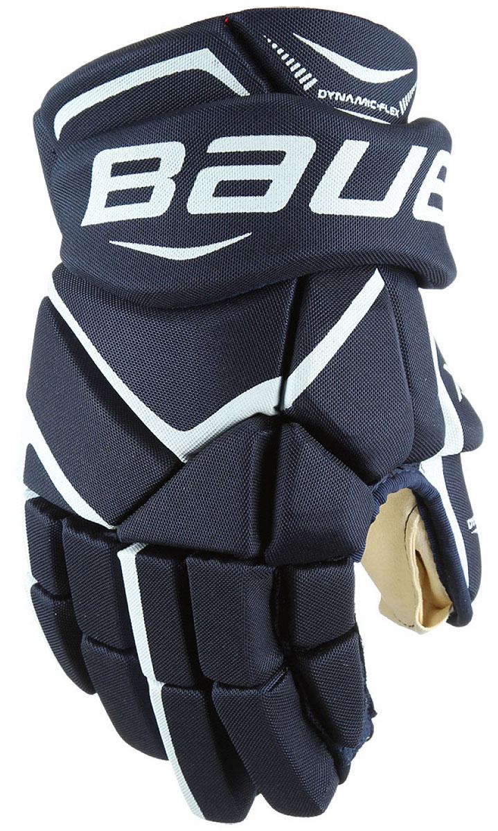 Перчатки хоккейные Bauer Vapor X700, цвет: синий. 1048094. Размер 141048094Теперь держать клюшку, наносить удары и вести шайбу гораздо проще. Зауженная посадка позволяет запястью вращаться более свободно, а более плотное расположение пальцев помогает игрокам крепче удерживать клюшку. Ладошка из двойного слоя искусственной замши цвета слоновой кости приятно прилегает к руке.