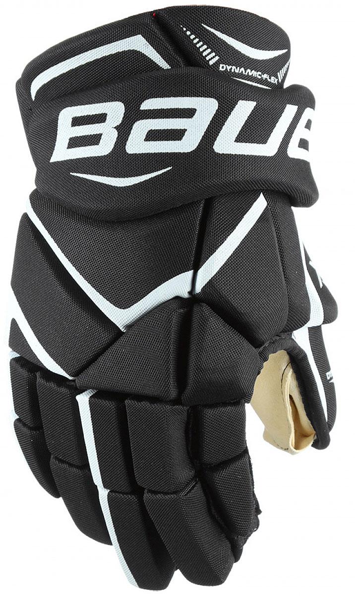 Перчатки хоккейные Bauer Vapor X700, цвет: черный. 1048095. Размер 121048095Теперь держать клюшку, наносить удары и вести шайбу гораздо проще. Зауженная посадка позволяет запястью вращаться более свободно, а более плотное расположение пальцев помогает игрокам крепче удерживать клюшку. Ладошка из двойного слоя искусственной замши цвета слоновой кости приятно прилегает к руке.