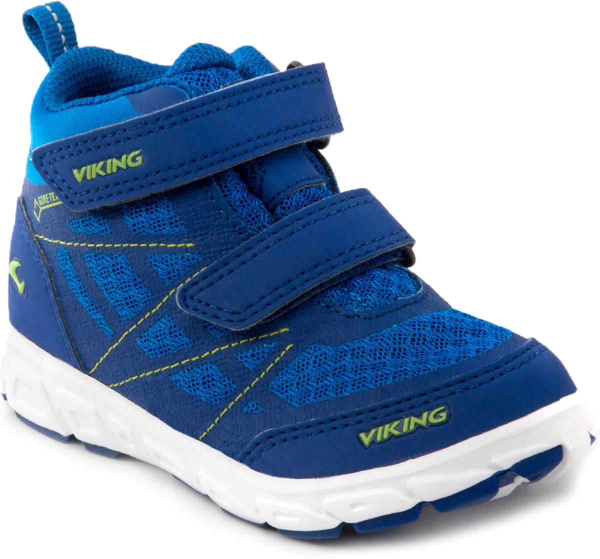 Кроссовки для мальчика Viking Veme Vel MID GTX, цвет: синий. 3-47305-03504. Размер 313-47305-03504Кроссовки для мальчика от Viking выполнены из дышащего текстиля. Модель фиксируется на ноге при помощи двух ремешков на липучках. Подкладка и стелька из текстиля гарантируют комфорт при носке. Износостойкая подошва, выполненная из резины, долговечна и обеспечивает высокую устойчивость к деформациям, вставка из EVA в подошве для амортизации и уменьшения веса обуви.