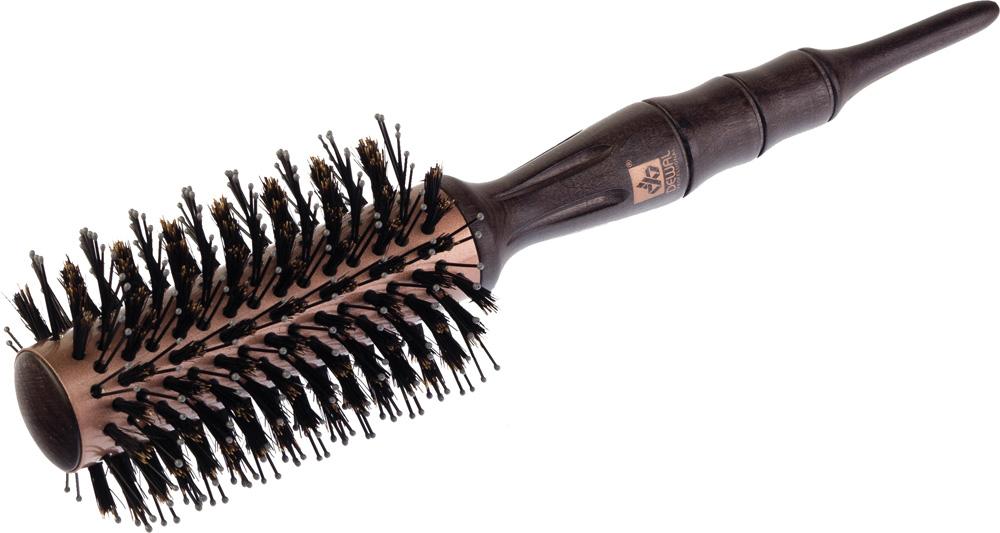 Dewal Термобрашинг серия Rose Gold, спиралевидная, натуральная щетина, 2,8 х 6,4 смBR241С помощью термобрашинга Dewal BR241 из серии ROSE GOLD можно без труда создать как яркие кудри, так и идеально прямые волосы! - Керамическое покрытие; - Внутренний диаметр 28 мм, внешний диаметр 64 мм; - Нейлоновая + натуральная сприралевидная щетина; - Деревянная эргономичная ручка термобрашинга, переходящая в хвостик для определения пробора и разделения прядей, полностью повторяет изгибы ладони и удобно лежит в руке; - Новаторская щетина Hi-Lo Twist состоит из длинной двойной нейлоновой щетины, расположенной в ряд с большими промежутками, и короткой твердой свиной щетины, что позволяет даже жестким тонким волосам свободно проходить сквозь щетину и мягко расчесывать волосы; - Кроме того, расположение щетины по спирали позволяет скользить волосам по направлению укладки