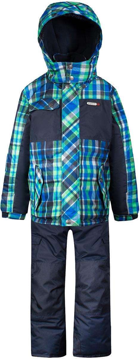 Комплект верхней одежды для мальчика Gusti, цвет: мультиколор. GWB 4634-TOUCAN. Размер 150GWB 4634-TOUCANКомплект Gusti состоит из куртки и полукомбинезона. Ткань верха: мембрана с коэффициентом водонепроницаемости 5000 мм и коэффициентом паропроницаемости 5000 г/м2, одежда ветронепродуваемая. Благодаря тонкому полиуретановому напылению изнутри не промокает даже при сильной влаге, но при этом дышит (защита от влаги не препятствует циркуляции воздуха). Плотность ткани Т190 обеспечивает высокую износостойкость. Утеплитель: тек-Полифилл (Tech-Polyfil) - 280г/м2, силиконизированый полиэстер изготовленный по новейшим технологиям, удерживает тепло при температуре до -30 С. Очень мягкий, создающий объем для сохранения тепла. Высокоэффективный, обладающий повышенной устойчивостью к сжатию (после стирки в стиральной машине изделие достаточно встряхнуть), обеспечивающий хорошую вентиляцию, обладающий прекрасным, теплоизолирующими свойствами синтетический материал. Главные преимущества Тек-Полифила – одежда более пушистая на ощупь и менее тяжелое по весу. Подкладка: высокотехнологичный флис COOLQUICK. Специальное кручение нитей позволяет ткани максимально впитывать влагу и увеличивать испаряемость с поверхности, т.е. выпустить пар, но не пропускает влагу снаружи, что обеспечивает комфорт даже при высоких физических нагрузках. Этот материал ранее был разработан специально для спортсменов, которые испытывали сильные нагрузки во время активного движения, а теперь принес комфорт и тепло в нашу повседневную жизнь. Это особенно важно для детей, когда они гуляют на свежем воздухе, чтобы тело всегда оставалось сухим и теплым. В этой одежде им будет тепло в течение длительного времени и нет необходимости надевать теплый свитер. Верхняя одежда GUSTI просто чистится. Стирать одежду придется очень редко – только при сильных загрязнениях. Если малыш забрался в лужу или грязь, просто вытрите пятно влажной тряпкой.