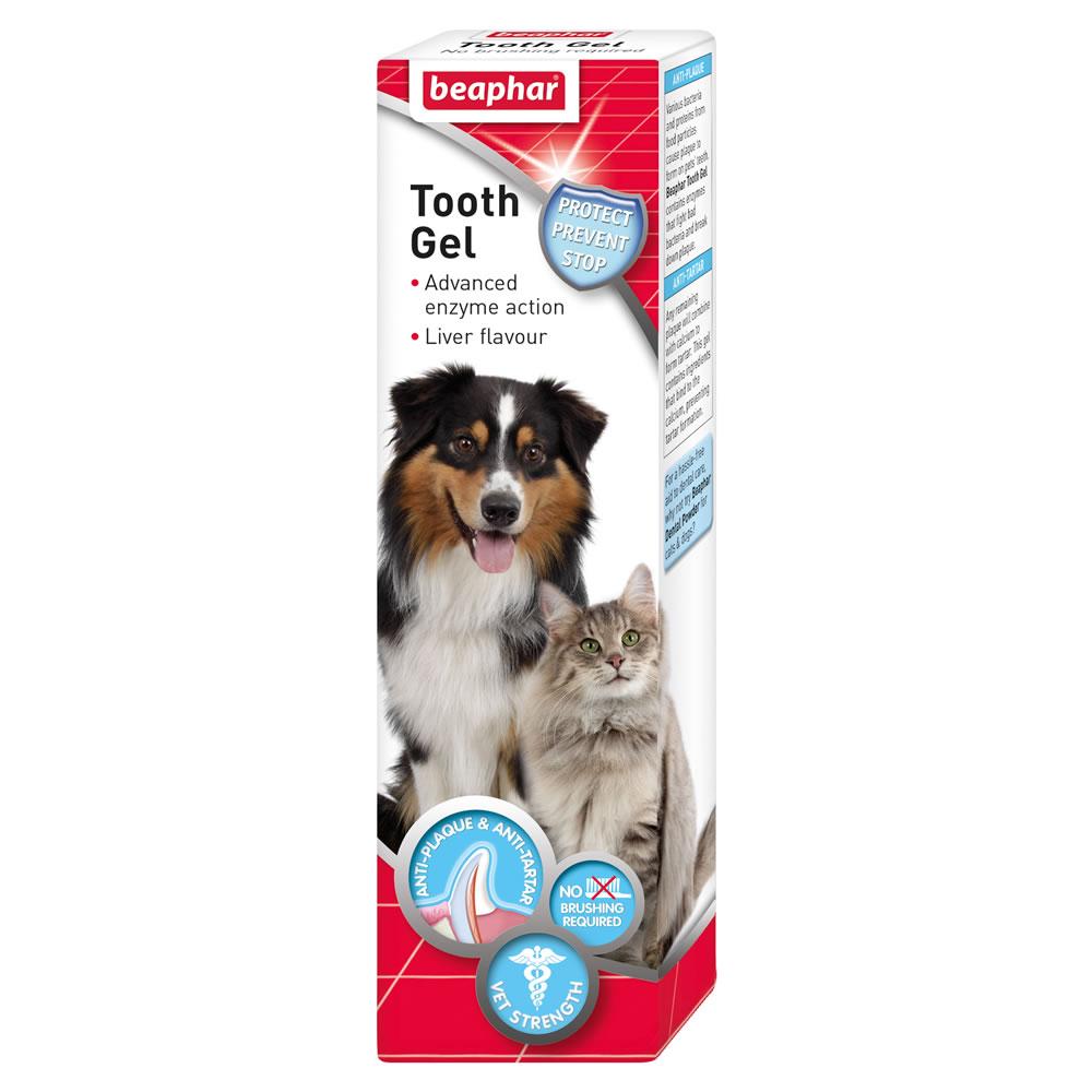 Гель для чистки зубов Beaphar, для собак и кошек, 100 г13114Гель Beaphar предназначен для поддержания чистоты зубов вашей собаки. Чистые зубы и свежее дыхание без использования зубной щетки! Гель удалит налет с зубов и предотвратит образование зубного камня, обеспечивая свежее дыхание. А вкус печени делает гель еще вкуснее. Нанесите гель тонкой полоской на все зубы, начиная с задних зубов и переходя к передним. Если вы не покрыли всю поверхность зубов, то собака с помощью языка сделает это сама. Использование зубной щетки не требуется.Вес: 100 г.Товар сертифицирован. Уважаемые клиенты!Обращаем ваше внимание на возможные изменения в дизайне упаковки. Качественные характеристики товара остаются неизменными. Поставка осуществляется в зависимости от наличия на складе.