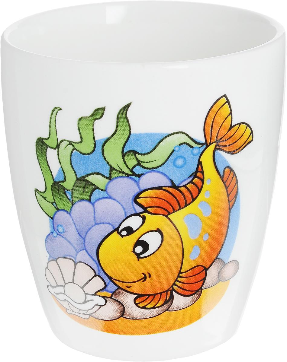 Кубаньфарфор Кружка детская Морской мир Рыба 260 мл2220089_РыбаФаянсовая детская кружка Кубаньфарфор Морской мир: Рыба с забавным рисунком понравится каждому малышу. Изделие из качественного материала станет правильным выбором для повседневной эксплуатации и поможет превратить каждый прием пищи в радостное приключение.Кружка легко моется, не впитывает запахи, а рисунок имеет насыщенный цвет. Благодаря безопасному материалу, кружка подойдет для любых напитков.Объем кружки - 260 мл. Кружка не имеет ручки, поэтому ее удобно держать двумя руками, а ее небольшие размеры и вес позволят малышу без труда держать кружку самостоятельно. Оригинальная детская кружка непременно порадует ребенка и станет отличным подарком для маленького мореплавателя.