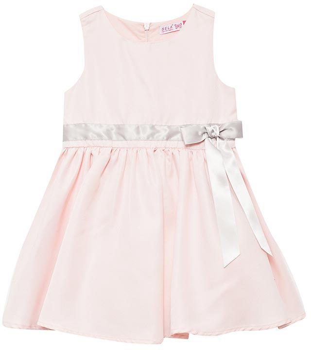 Платье для девочки Sela, цвет: светлый персик. Dsl-517/410-7433. Размер 116Dsl-517/410-7433Нарядное платье от Sela выполнено из атласа. Модель без рукавов и с круглым вырезом горловины на спинке застегивается на молнию. Талия декорирована бантиком.