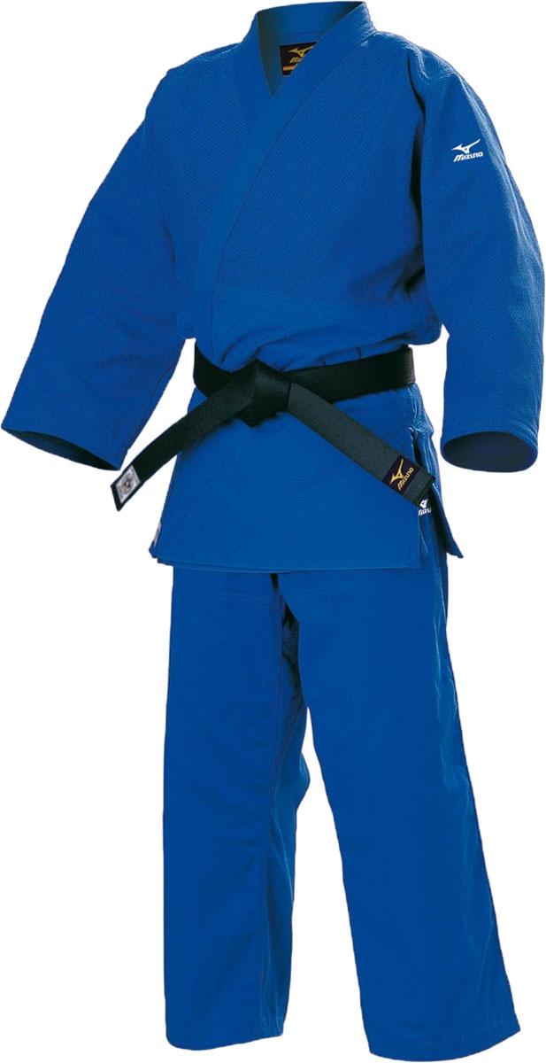 Кимоно для дзюдо Mizuno Yusho Comp Blue, цвет: голубой. HY511273. Размер 3/170HY51127Кимоно для дзюдо изготовлено из натурального хлопка. Кимоно свободного кроя с запахом. Mizuno Yusho Comp Blue одобрено IJF (International Judo Federation) Международной Федерацией Дзюдо. Знак сертификации располагается на полочке изделия снизу и на поясе брюк сзади. Плотность ткани составляет 750 г/м2.