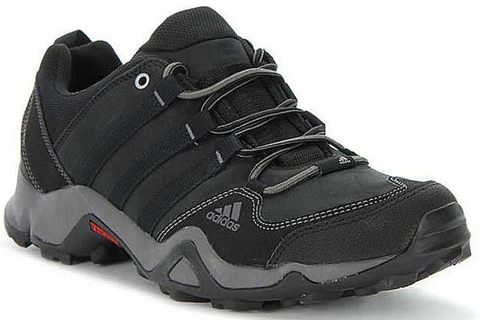 Кроссовки мужские Adidas Ax2 Lea, цвет: черный. M17482. Размер 10,5 (44)M17482Мужские универсальные кроссовки от adidas для активного отдыха. Модель изготовлена с использованием меньшего количества материалов для большей легкости. Верх из дышащей ткани быстро сохнет. Мягкая промежуточная подошва из ЭВА для оптимальной амортизации. Подошва Traxion для отличного сцепления с каменистой поверхностью.