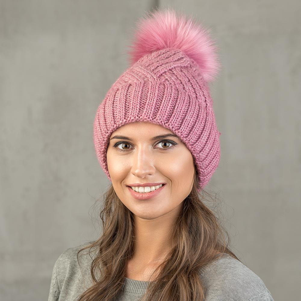 Шапка женская Stilla, цвет: розовый. SH-1717/156. Размер 52/56SH-1717/156Теплая зимняя шапка от Stilla с отворотом выполнена из акрилово-шерстяной пряжи. Крупная вязка, флисовая подкладка. Помпон из искусственно меха.