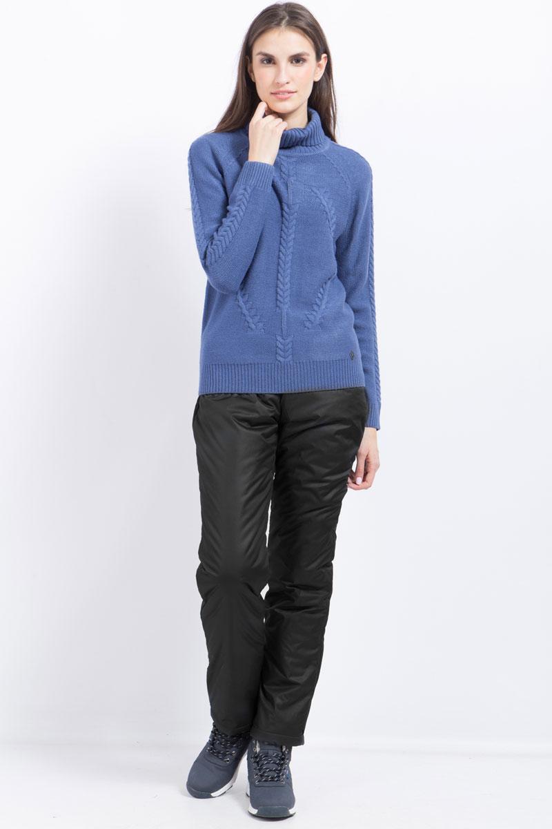 Брюки женские Finn Flare, цвет: черный. W17-32002_200. Размер L (48)W17-32002_200Стильные женские брюки Finn Flare станут отличным дополнением к вашему гардеробу. Модель изготовлена из полиэстера. Застегиваются брюки на пуговицу и ширинку на застежке-молнии. На поясе имеются шлевки для ремня. Эти модные и в тоже время удобные брюки помогут вам создать оригинальный современный образ. В них вы всегда будете чувствовать себя уверенно и комфортно.