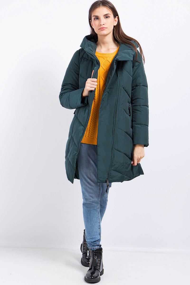 Пальто женское Finn Flare, цвет: темно-зеленый. W17-11030_511. Размер M (46)W17-11030_511Пальто женское Finn Flare выполнено из полиэстера и нейлона. Модель с капюшоном и длинными рукавами застегивается на молнию.