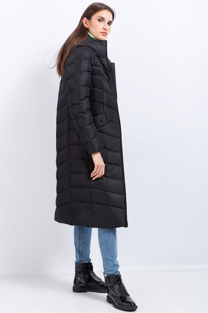 Пальто женское Finn Flare, цвет: черный. W17-11027_200. Размер S (44)W17-11027_200Пальто женское Finn Flare выполнено из полиэстера. Модель с капюшоном и длинными рукавами застегивается на молнию.