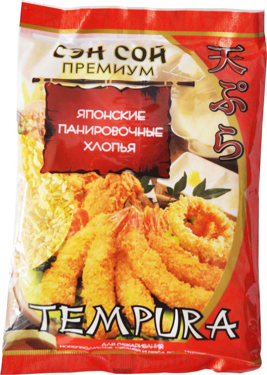 """Темпура – это популярное японское блюдо из продуктов, приготовленных в кляре и обжаренных во фритюре, самое известное из которых """"Эби Темпура"""" из свежих креветок. Главное в Темпуре это кляр, готовится он двумя способами из специальной панировочной муки или панировочных хлопьев, благодаря чему образуется нежная, хрустящая корочка, а продукты остаются сочными и сохраняют свой вкус. Легкая, воздушная текстура панировочных хлопьев """"Сэн Сой Премиум"""" идеально подходит для жарки овощей, рыбы, морепродуктов, курицы и других продуктов. Продукты, приготовленные в кляре, сохраняют большую часть своих витаминов, так как они защищены от чрезмерного воздействия высоких температур. Кроме того, отсутствует прямой контакт с маслом при обжарке, поэтому блюда в такой панировке питательны и полезны. Они легко усваиваются организмом и надолго оставляют ощущение сытости"""