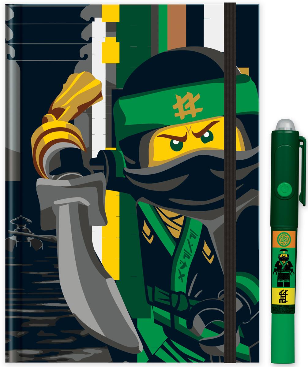 LEGO Канцелярский набор Ninjago 2 предмета 5186551865Книга для записей в комплекте с ручкой с невидимыми чернилами станет прекрасным подарком для поклонников фантастической серии. Всем известно, что дети любят вести дневники, но главное, чтобы никто не мог их прочесть! С этой книгой им можно не волноваться! Они смогут записывать свои мысли, тайны, секреты, не боясь, что кто-то их прочитает, ведь то, что написано ручкой с невидимыми чернилами можно увидеть только при помощи специального ультрафиолетового фонарика, встроенного в колпачок ручки.В набор входят: книга для записей на резинке, состоящая из 96 листов в линейку, ручка с невидимыми чернилами и ультрафиолетовым фонариком (батарейки 3xAG10 1.5V в комплекте).