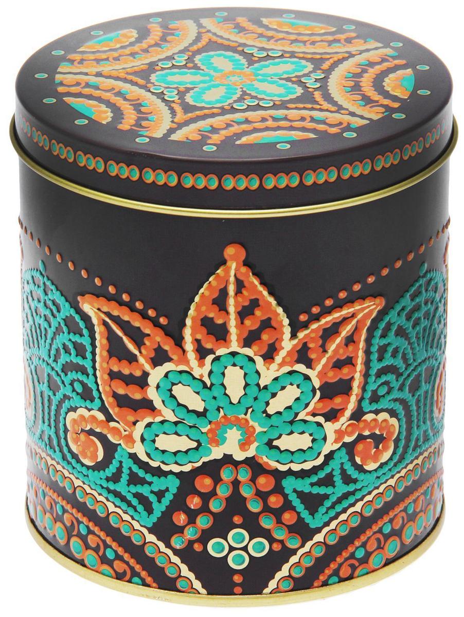 Банка для сыпучих продуктов Индийские узоры, цвет: коричневый, зеленый, 800 мл1617189Металлическая банка Индийские узоры- лучший способ сохранить крупы и травы, чай и кофе в наилучшем состоянии.Изделия от Рязанской фабрики жестяной упаковки радуют потребителей уже долгие годы. Особенности:- Плотная крышка предохраняет содержимое от высыпания.- Защита от солнечного света продлевает срок годности продуктов.- Яркий дизайн добавит свежую нотку в оформление кухни.- Банка может быть использована для хранения мелких хозяйственных предметов.Наводите порядок на кухне со вкусом!Диаметр банки (по верхнему краю): 9,9 см.высота банки (с учетом крышки): 11 см.