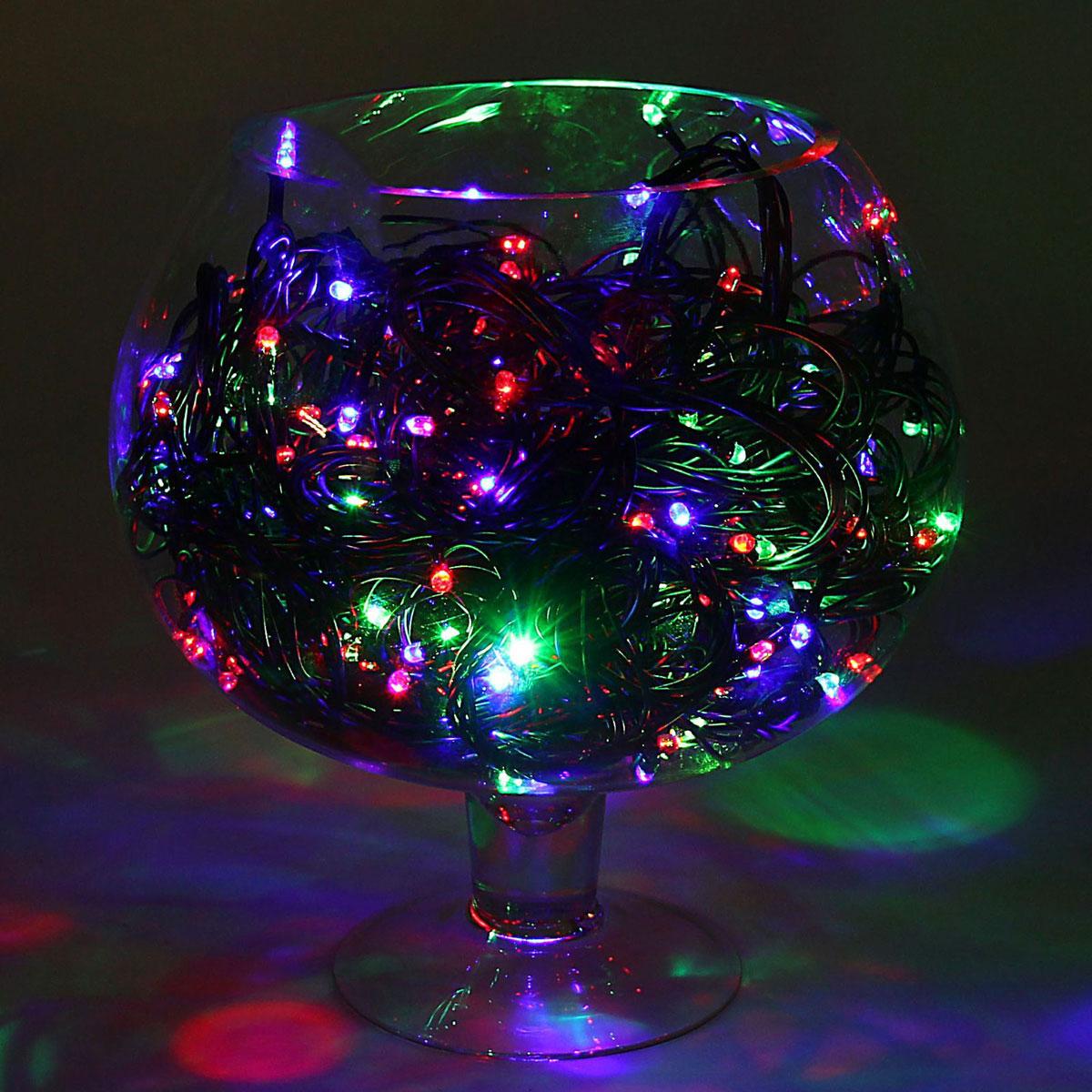 Гирлянда светодиодная Luazon Метраж, уличная, моргает, 200 ламп, 220 V, 20 м, цвет: мультиколор. 1080002678028Светодиодные гирлянды, ленты и т.д. — это отличный вариант для новогоднего оформления интерьера или фасада. С их помощью помещение любого размера можно превратить в праздничный зал, а внешние элементы зданий, украшенные ими, мгновенно станут напоминать очертания сказочного дворца. Такие украшения создают ауру предвкушения чуда. Деревья, фасады, витрины, окна и арки будто специально созданы, чтобы вы украсили их светящимися нитями.