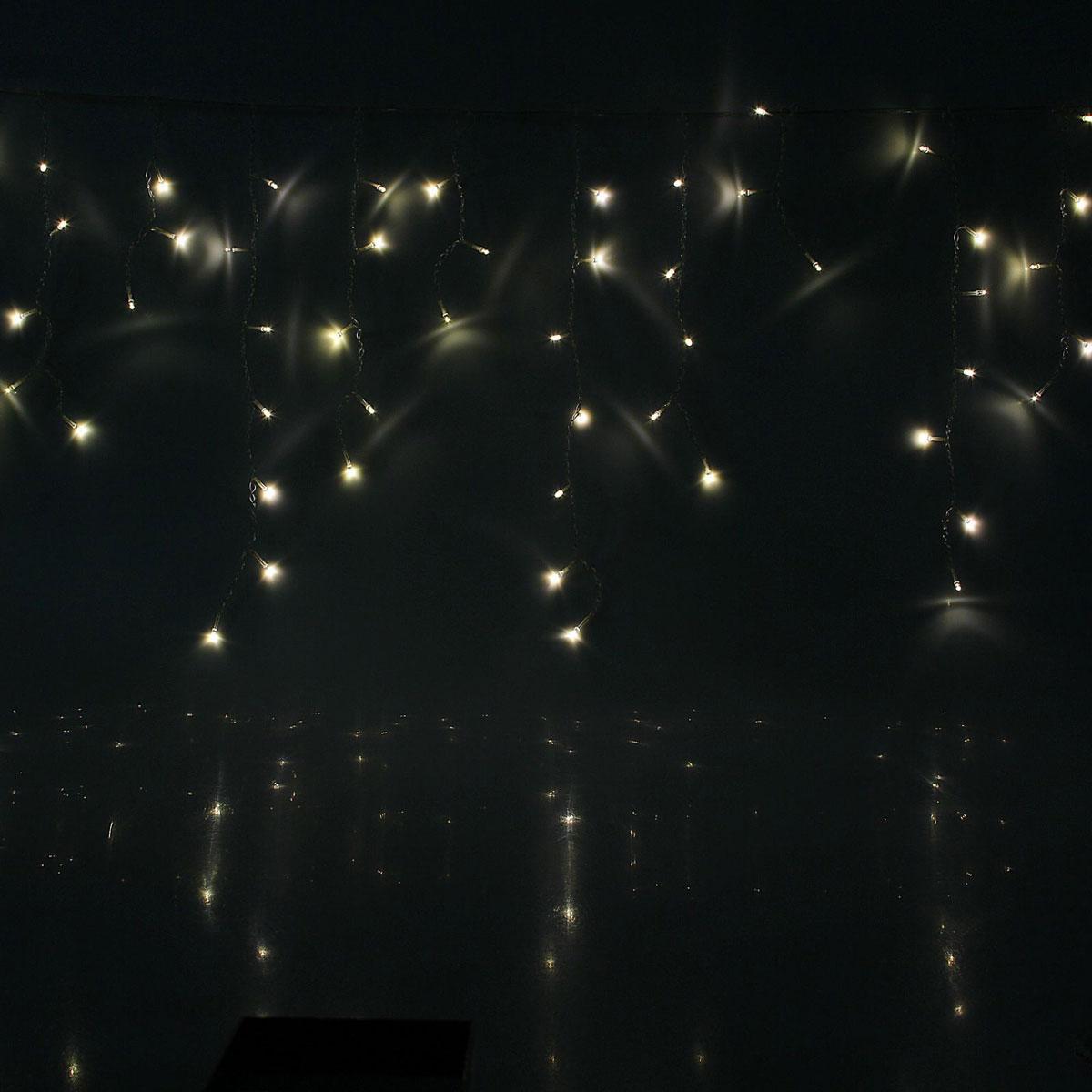 Гирлянда светодиодная Luazon Бахрома, уличная, 8 режимов, 60 ламп, 220V, цвет: теплый белый, 1 х 0,6 м. 10801351080135Светодиодные гирлянды, ленты и т.д — это отличный вариант для новогоднего оформления интерьера или фасада. С их помощью помещение любого размера можно превратить в праздничный зал, а внешние элементы зданий, украшенные ими, мгновенно станут напоминать очертания сказочного дворца. Такие украшения создают ауру предвкушения чуда. Деревья, фасады, витрины, окна и арки будто специально созданы, чтобы вы украсили их светящимися нитями.