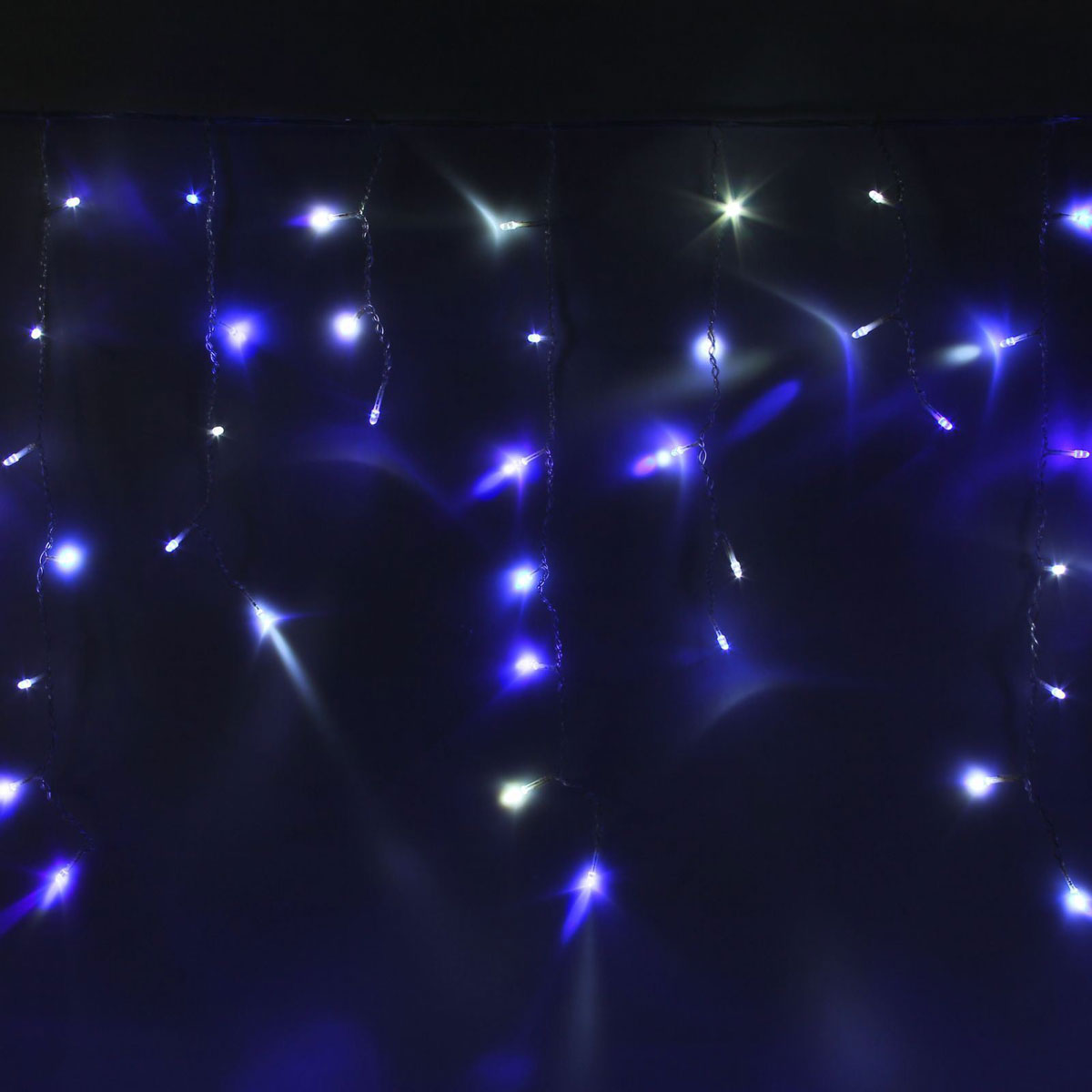 Гирлянда светодиодная Luazon Бахрома, уличная, моргает, 180 ламп, 220 V, цвет: синий, белый, 4 х 0,6 м. 10801561080156Светодиодные гирлянды, ленты и т.д — это отличный вариант для новогоднего оформления интерьера или фасада. С их помощью помещение любого размера можно превратить в праздничный зал, а внешние элементы зданий, украшенные ими, мгновенно станут напоминать очертания сказочного дворца. Такие украшения создают ауру предвкушения чуда. Деревья, фасады, витрины, окна и арки будто специально созданы, чтобы вы украсили их светящимися нитями.