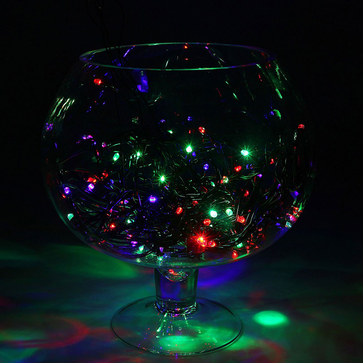 Гирлянда светодиодная Luazon Метраж, моргает, 100 ламп, 220 V, 9 м, цвет: мультиколор. 10803511080351Светодиодные гирлянды, ленты и т.д. — это отличный вариант для новогоднего оформления интерьера или фасада. С их помощью помещение любого размера можно превратить в праздничный зал, а внешние элементы зданий, украшенные ими, мгновенно станут напоминать очертания сказочного дворца. Такие украшения создают ауру предвкушения чуда. Деревья, фасады, витрины, окна и арки будто специально созданы, чтобы вы украсили их светящимися нитями.