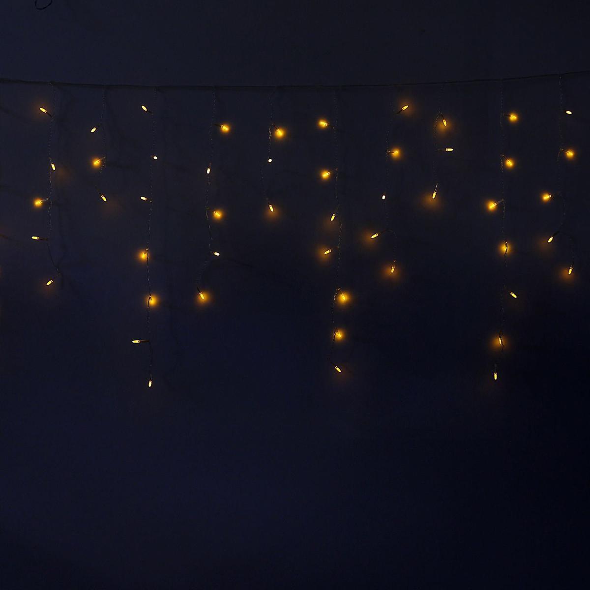 Гирлянда светодиодная Luazon Бахрома. Игла, 8 режимов, 60 ламп, 220 V, цвет: желтый, 1,2 х 0,6 м. 10805351080535Светодиодные гирлянды, ленты и т.д — это отличный вариант для новогоднего оформления интерьера или фасада. С их помощью помещение любого размера можно превратить в праздничный зал, а внешние элементы зданий, украшенные ими, мгновенно станут напоминать очертания сказочного дворца. Такие украшения создают ауру предвкушения чуда. Деревья, фасады, витрины, окна и арки будто специально созданы, чтобы вы украсили их светящимися нитями.