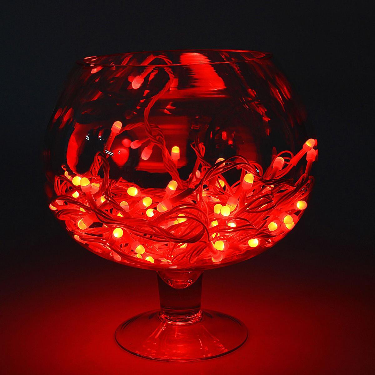 Гирлянда светодиодная Luazon Метраж, уличная, 8 режимов, 100 ламп, 220 V, 10 м, цвет: красный. 10805431080543Светодиодные гирлянды, ленты и т.д. — это отличный вариант для новогоднего оформления интерьера или фасада. С их помощью помещение любого размера можно превратить в праздничный зал, а внешние элементы зданий, украшенные ими, мгновенно станут напоминать очертания сказочного дворца. Такие украшения создают ауру предвкушения чуда. Деревья, фасады, витрины, окна и арки будто специально созданы, чтобы вы украсили их светящимися нитями.