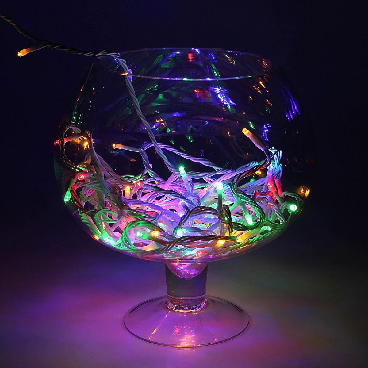 Гирлянда светодиодная Luazon Метраж, цвет: мультиколор, 100 ламп, 24 V, длина 10 м. 16720371672037Светодиодные гирлянды и ленты — это отличный вариант для новогоднего оформления интерьера или фасада. С их помощью помещение любого размера можно превратить в праздничный зал, а внешние элементы зданий, украшенные ими, мгновенно станут напоминать очертания сказочного дворца. Такие украшения создают ауру предвкушения чуда. Деревья, фасады, витрины, окна и арки будто специально созданы, чтобы вы украсили их светящимися нитями.