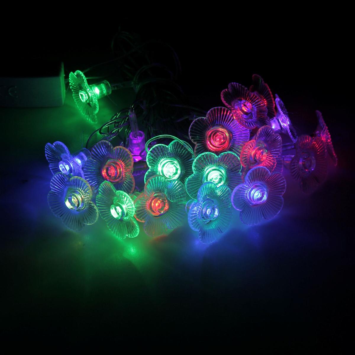 Гирлянда светодиодная Luazon Метраж. Цветы, с насадкой, моргает, 20 ламп, 220 V, 5 м, цвет: мультиколор. 185506185506Светодиодные гирлянды, ленты и т.д. — это отличный вариант для новогоднего оформления интерьера или фасада. С их помощью помещение любого размера можно превратить в праздничный зал, а внешние элементы зданий, украшенные ими, мгновенно станут напоминать очертания сказочного дворца. Такие украшения создают ауру предвкушения чуда. Деревья, фасады, витрины, окна и арки будто специально созданы, чтобы вы украсили их светящимися нитями.