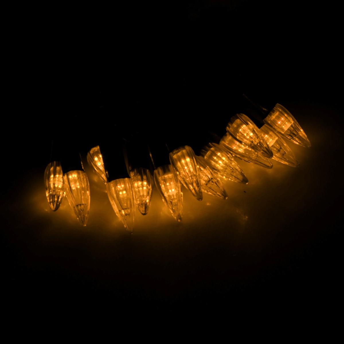 Гирлянда светодиодная Luazon Метраж. Свечки, уличная с насадкой, фиксинг, 40 ламп, 220 V, 5 м, цвет: желтый. 185552185552Светодиодные гирлянды, ленты и т.д. — это отличный вариант для новогоднего оформления интерьера или фасада. С их помощью помещение любого размера можно превратить в праздничный зал, а внешние элементы зданий, украшенные ими, мгновенно станут напоминать очертания сказочного дворца. Такие украшения создают ауру предвкушения чуда. Деревья, фасады, витрины, окна и арки будто специально созданы, чтобы вы украсили их светящимися нитями.