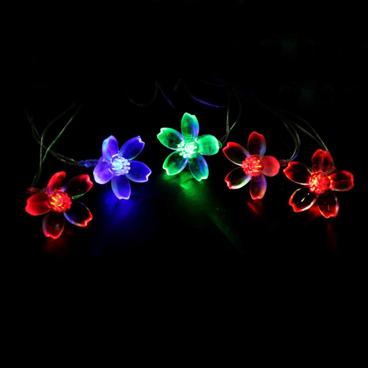 Гирлянда светодиодная Luazon Метраж. Лилия, 20 ламп, 220 V, длина 5 м541530Светодиодные гирлянды и ленты — это отличный вариант для новогоднего оформления интерьера или фасада. С их помощью помещение любого размера можно превратить в праздничный зал, а внешние элементы зданий, украшенные ими, мгновенно станут напоминать очертания сказочного дворца. Такие украшения создают ауру предвкушения чуда. Деревья, фасады, витрины, окна и арки будто специально созданы, чтобы вы украсили их светящимися нитями.
