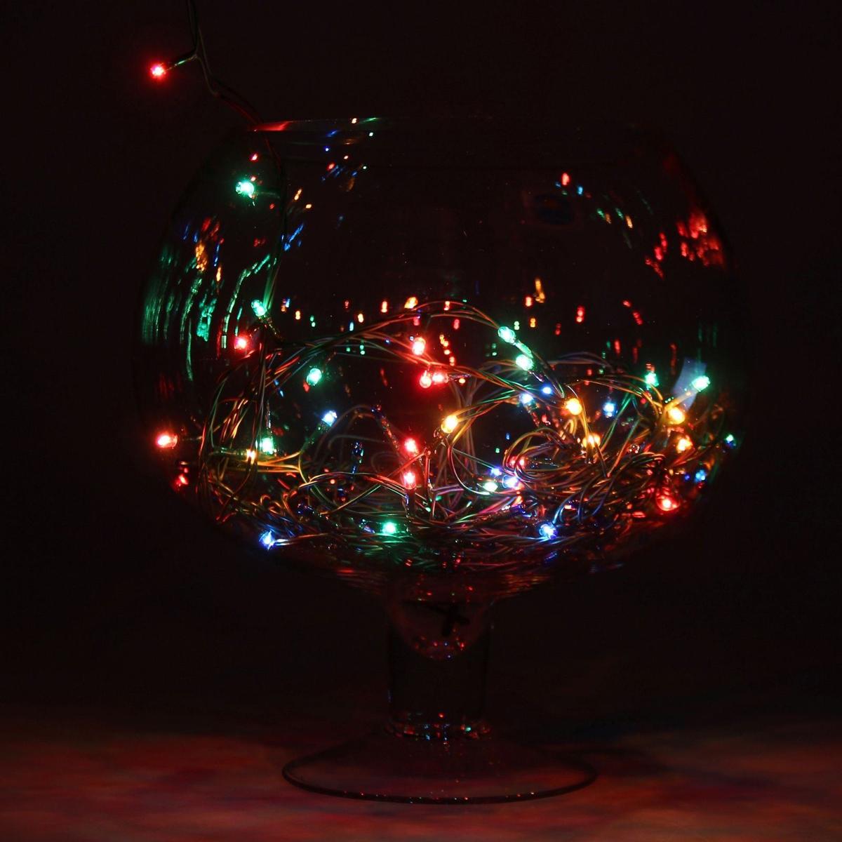 Гирлянда светодиодная Luazon Метраж, цвет: мультиколор, 50 ламп, 8 режимов, 220 V, длина 3,5 м670992Светодиодные гирлянды и ленты — это отличный вариант для новогоднего оформления интерьера или фасада. С их помощью помещение любого размера можно превратить в праздничный зал, а внешние элементы зданий, украшенные ими, мгновенно станут напоминать очертания сказочного дворца. Такие украшения создают ауру предвкушения чуда. Деревья, фасады, витрины, окна и арки будто специально созданы, чтобы вы украсили их светящимися нитями.