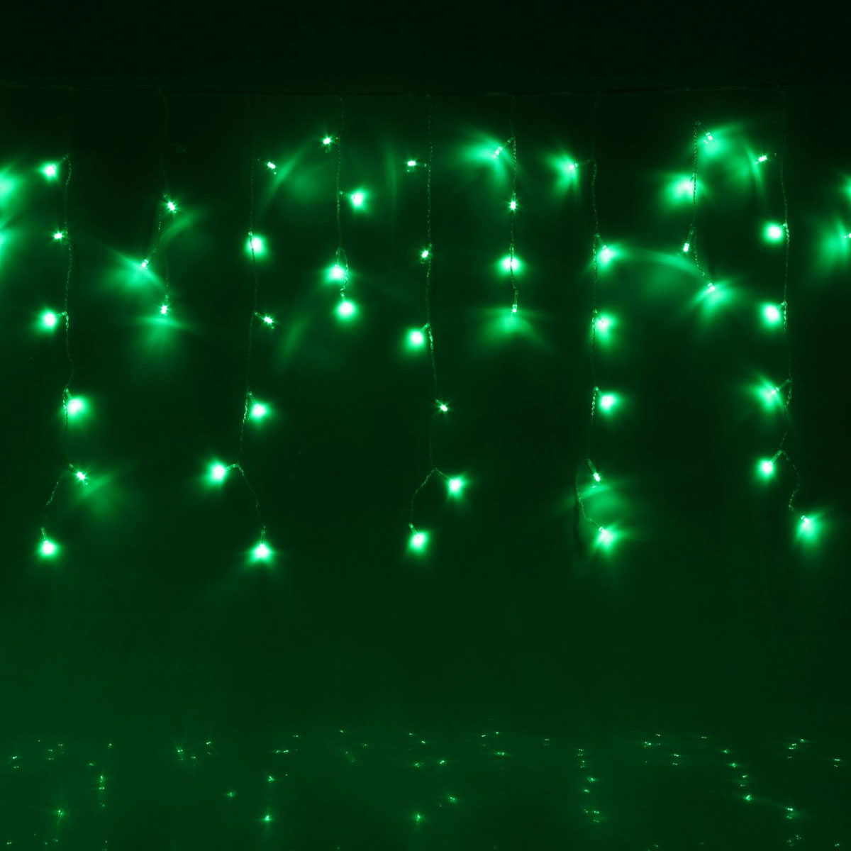 Гирлянда светодиодная Luazon Бахрома, 8 режимов, 120 ламп, 220 V, цвет: зеленый, 2,4 х 0,6 м. 671617671617Светодиодные гирлянды, ленты и т.д — это отличный вариант для новогоднего оформления интерьера или фасада. С их помощью помещение любого размера можно превратить в праздничный зал, а внешние элементы зданий, украшенные ими, мгновенно станут напоминать очертания сказочного дворца. Такие украшения создают ауру предвкушения чуда. Деревья, фасады, витрины, окна и арки будто специально созданы, чтобы вы украсили их светящимися нитями.