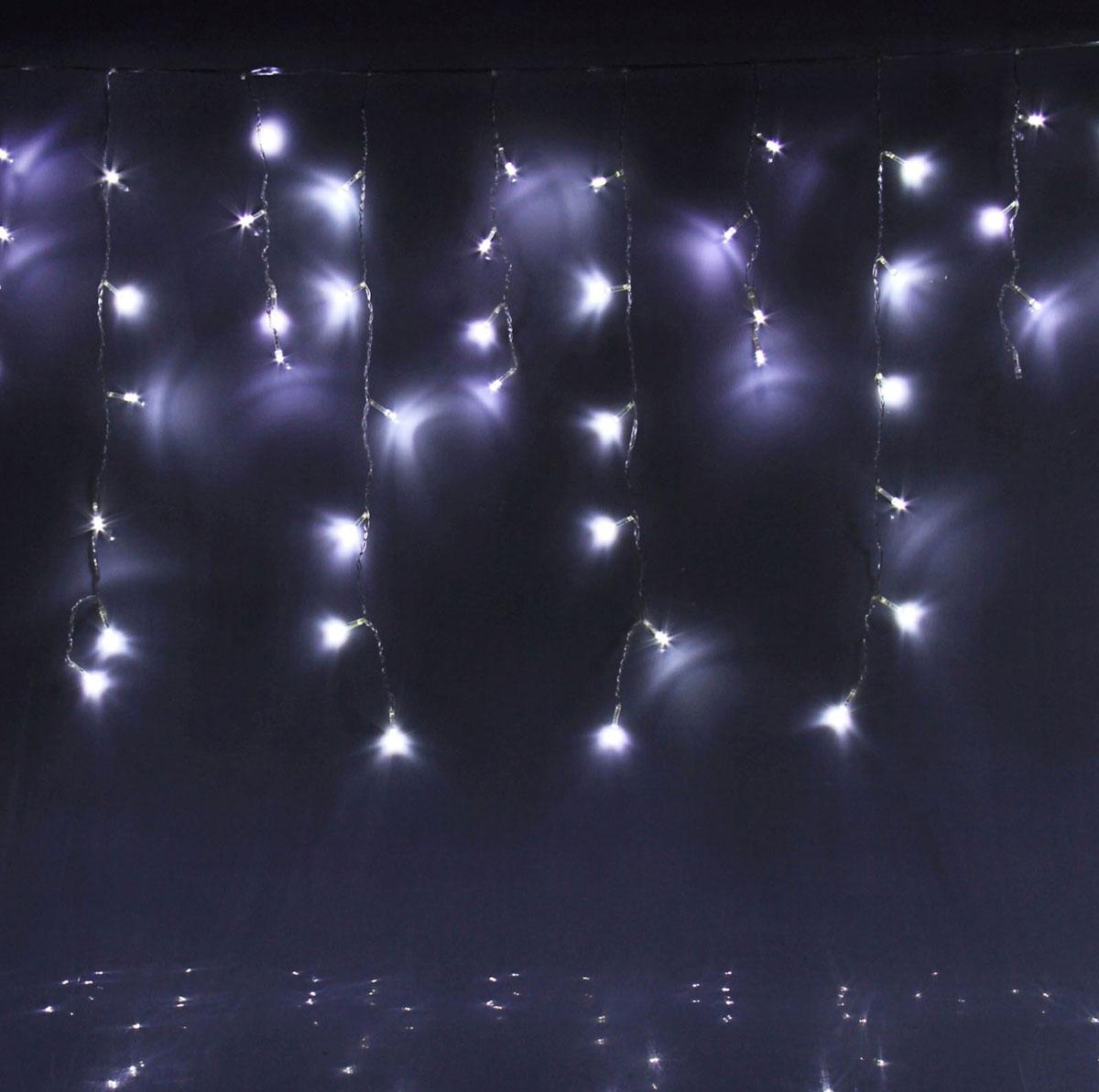 Гирлянда светодиодная Luazon Бахрома, уличная, 8 режимов, 60 ламп, 220V, цвет: белый, 1 х 0,6 м. 705904705904Светодиодные гирлянды, ленты и т.д — это отличный вариант для новогоднего оформления интерьера или фасада. С их помощью помещение любого размера можно превратить в праздничный зал, а внешние элементы зданий, украшенные ими, мгновенно станут напоминать очертания сказочного дворца. Такие украшения создают ауру предвкушения чуда. Деревья, фасады, витрины, окна и арки будто специально созданы, чтобы вы украсили их светящимися нитями.