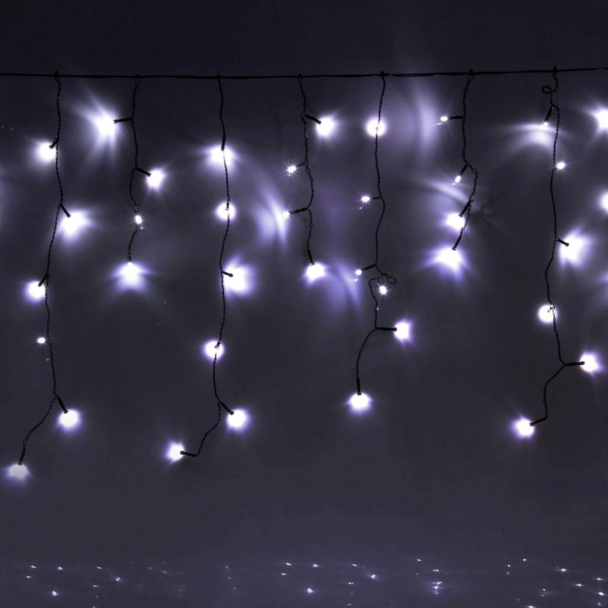 Гирлянда светодиодная Luazon Бахрома, уличная, 8 режимов, 60 ламп, 220V, цвет: белый, 1 х 0,6 м. 705906705906Светодиодные гирлянды, ленты и т.д — это отличный вариант для новогоднего оформления интерьера или фасада. С их помощью помещение любого размера можно превратить в праздничный зал, а внешние элементы зданий, украшенные ими, мгновенно станут напоминать очертания сказочного дворца. Такие украшения создают ауру предвкушения чуда. Деревья, фасады, витрины, окна и арки будто специально созданы, чтобы вы украсили их светящимися нитями.